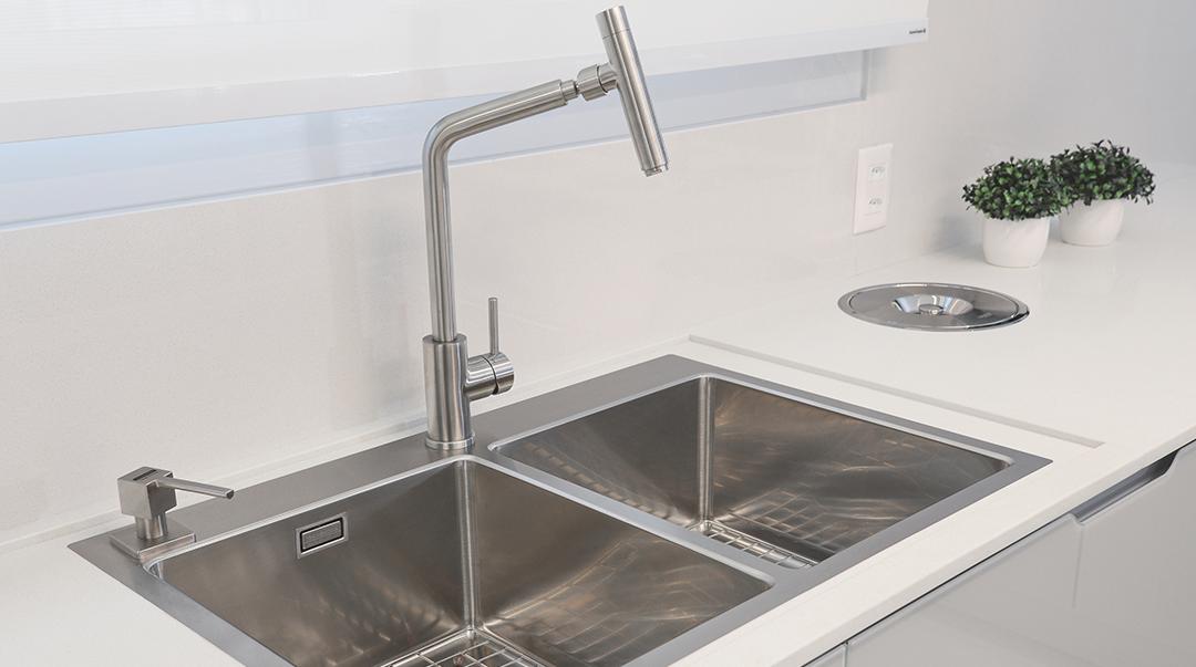 Qual a diferença entre misturador e torneira?